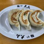 青竹手打ちラーメン 麺や 大山 - 餃子3個  300円