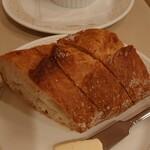 シェ・レノン - 自家製パン