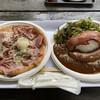 清里ハム - 料理写真:ハム&サラミのピザ(1,800円)と厚切りベーコン&ソーセージカレー(1,800円)