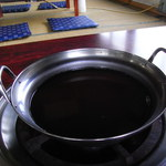 繁ちゃん屋 - 鍋のスープ...この下には...