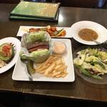 153565349 - バーガー イン ア ボウル、ABC(アップル, ベーコン, クランベリー)、ザッツ アボカド (フライド)、ケイジャンガーリックシュリンプ、本日のスープ、マンゴースムージー
