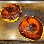ゆかり - 左が特選ミックス焼き、右がフロマージュ焼き