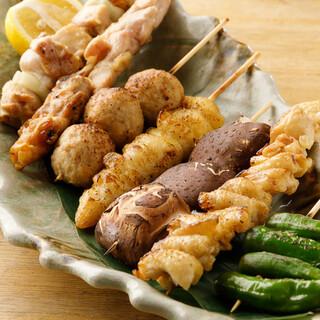 銘柄地鶏を使った名物の焼き鳥や一品料理が豊富!宴会コース有