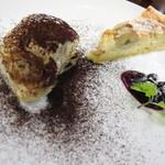 オステリア チロ - サンブーカとエスプレッソの粉を使用したティラミスとバナナのタルト