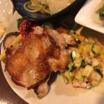 烏丸DUE - この鳥もも肉横のコールスロー的なものが凄く美味しかったです。