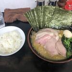 雷家 - 料理写真:チャーシュー麺+味玉+海苔 大盛り 1200円 ライス 100円