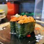 153610848 - ぐるめ亭@西谷店 海水うに、生うに軍艦食べ比べ 横から