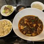 チャイナバル BIGUP! - 料理写真:麻婆豆腐ランチで、白ごはんをチャーハンに変更!