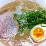 Menyashimpuukan - ど・とんこつ麺 780円
