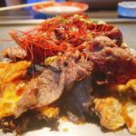 153633776 - 丸の肉お好み焼き                       お肉がいっぱい乗ってて美味しいですヨ♪