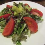 パスタバール タスパ - トマトとアボガドのサラダ(\680-)