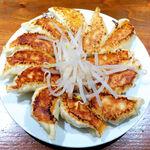 153652092 - 餃子(中12個¥720)。中央の茹でもやしは、口の中をリセットする名脇役