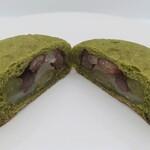 18 BAKERY - 料理写真:抹茶の豆大福①