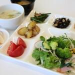 野菜レストラン ショウナン - サラダバー、スープ、味噌汁、デザート食べ放題付(90分以内でお願いします)