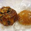 パンドール - 料理写真:くるみとリンゴのパン(173円)とコーヒーのパン(194円