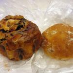 パンドール - くるみとリンゴのパン(173円)とコーヒーのパン(194円