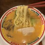 九州じゃんがららあめん - 麺リフト