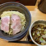 153684303 - 【期間数量限定】焼き煮干しつけそば 900円の麺大盛り+150円(2021年6月)