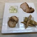 153695059 - 別皿トッピング(豚バラチャーシュー、鶏チャーシュー、姫たけのこ)