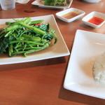 キンカオコン - サービスランチにも、前菜とスープ・デザート・ドリンクは付きます。
