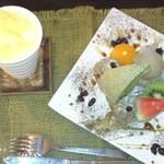 15370832 - 相方のほうじ茶のモッフルとアイスと、パインの生ジュース
