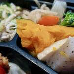 唐揚げと手作り家庭料理 あおば 大井町酒場 - 若鶏唐揚弁当(16周年記念価格500円)