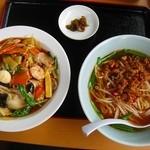 秀味軒 - 料理写真:中華丼と台湾ラーメンセット 680円