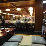 稚加榮 本店 - 1階はこんな感じ