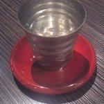 15371379 - 日本酒は錫の酒杯(100ml)で供されました。