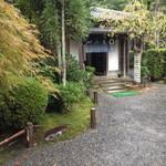 15371796 - 西源院の玄関;龍安寺に隣接した質素な佇まいですね。