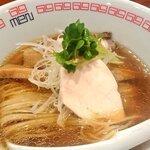 六九麺 - 鶏 醤油らぁ麺(780円)。