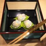 富小路 やま岸 - お菓子は蛍かごにはいった紫陽花饅頭。とてもキレイでした。