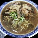 麺屋丸超 - 料理写真:特製濃厚醤油らーめん 肉そば 黒 750円