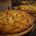 ベーカリーカフェデリス - 当店の人気のピザ