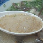 ばんすい軒 - あっさりサラサラなんだけど、洋風の牛乳入りスープを思わせるような 豚骨臭のないミルキースープです。