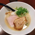 らあめん こそっと - 料理写真:鶏白湯 醤油らぁめん  750円
