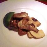 トラットリア フィオーレ - フレッシュポルチーニとマッシュルームのソテー ライムを軽く絞って頂きます 香り、味とも最高です!