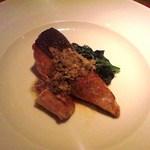 トラットリア フィオーレ - めじか鮭のソテー 皮目の香ばしさと脂の旨みが美味しすぎます