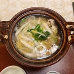 北瑞苑 - 白魚と九条ネギの柳川鍋。ぐつぐつ♡