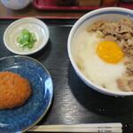 うどん 蔵十 - 料理写真:牛とろ玉ぶっかけ+コロッケ