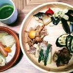 ビュッフェレストランAOW - ポトフ・グリーンスムージー・お肉と魚介