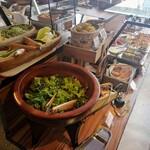 ビュッフェレストランAOW - ブッフェ台① サラダ