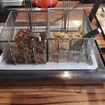 ビュッフェレストランAOW - ブッフェ台② 鶏の唐揚げ・オニオンリング