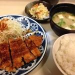 とん通 - とんかつ定食(ランチ680円)