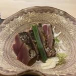 153784396 - カツオは、にんにくのスライスと食べて♡