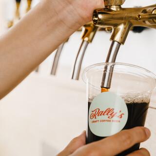 コーヒーやクラフトビールと共に楽しむ、フードメニューもご提供