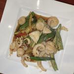 上海料理 寒舎 - オクラと海鮮のXO醬炒め