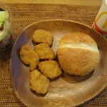 マクドナルド - 炙り醤油風ダブル肉厚ビーフ、チキンマックナゲットハッピーセット(サラダ、オレンジジュース)