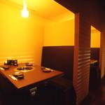 焼肉 炙屋武蔵 - おこもり感が人気。半個室のBOX席