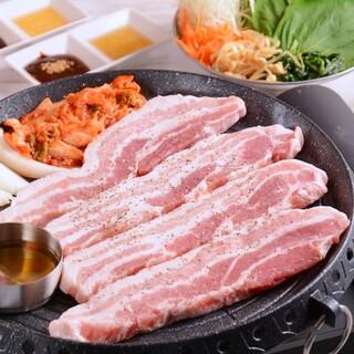 ◎肉厚は正義!☆韓国料理の大定番!『厚切りサムギョプサル』